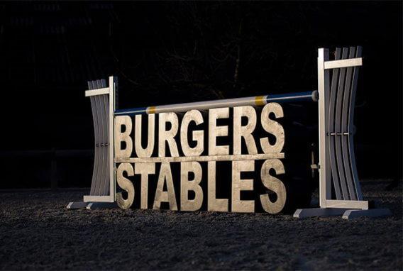 Burgers Stables logo van piepschuim